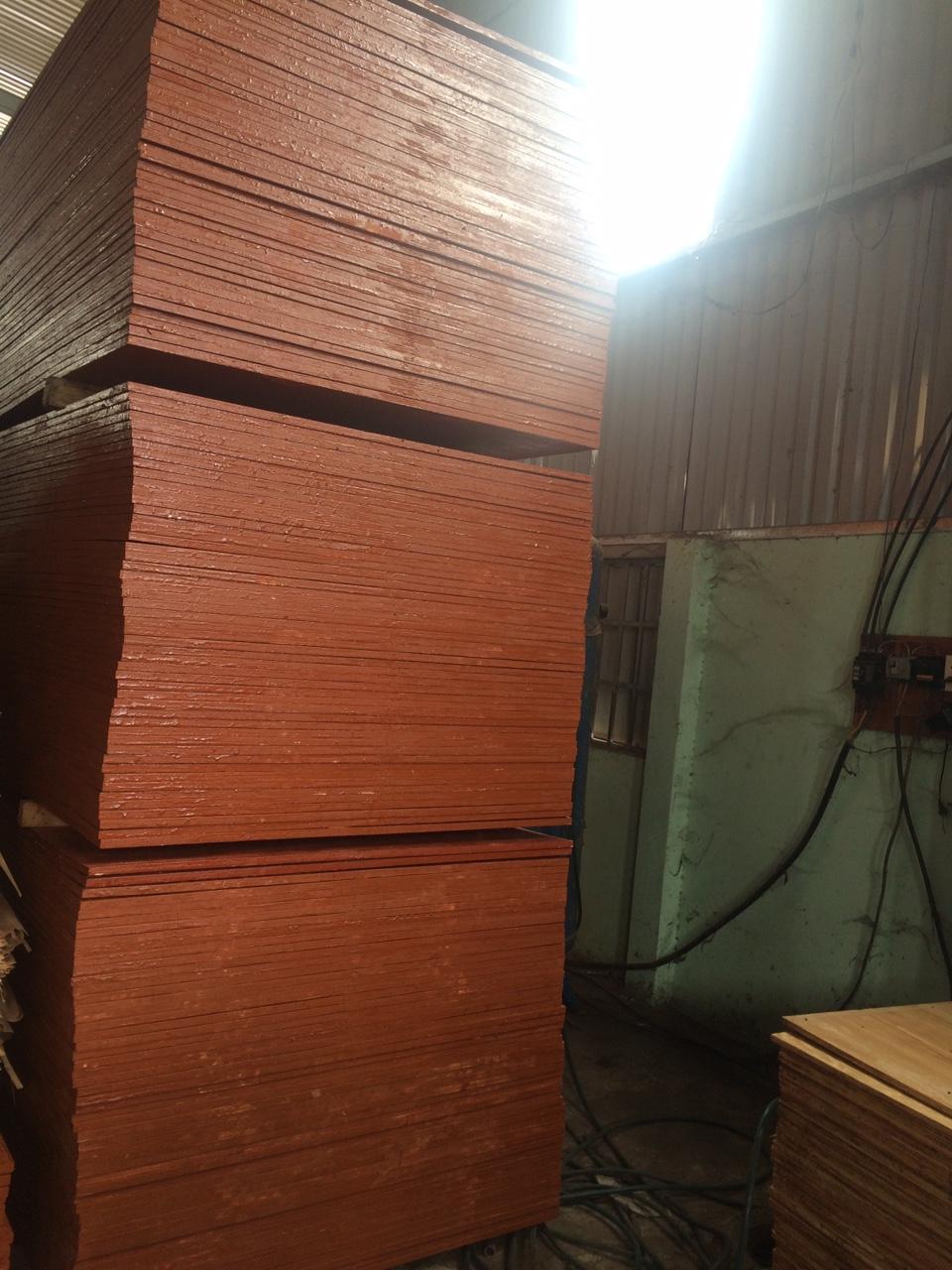 Hình ảnh ván ép coffa đỏ của SOMMA