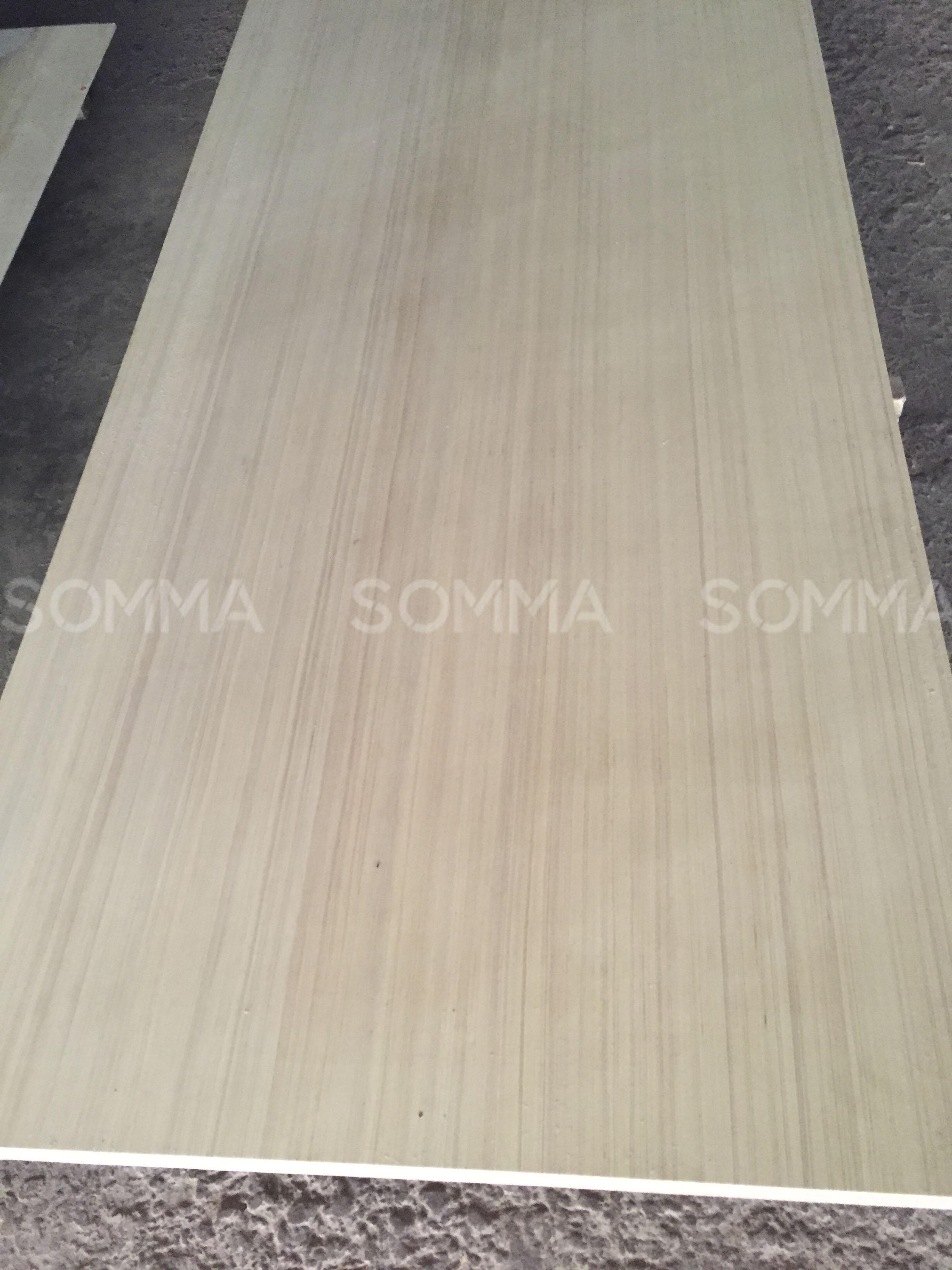 Plywood core for preparing melamine coating
