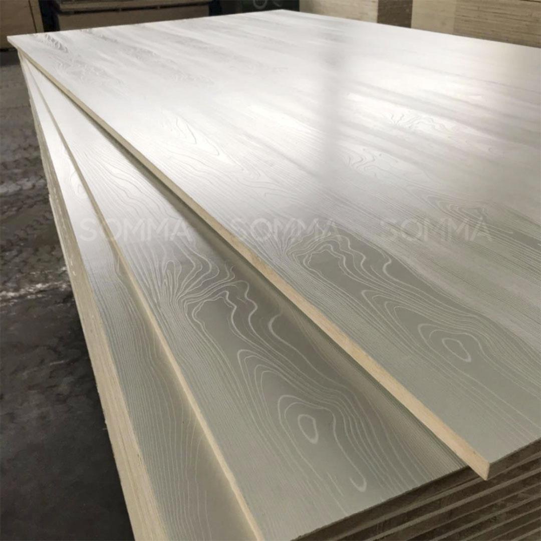 Laminated plywood wood grain surface