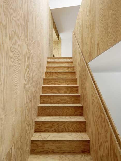 cầu thang gỗ ván ép
